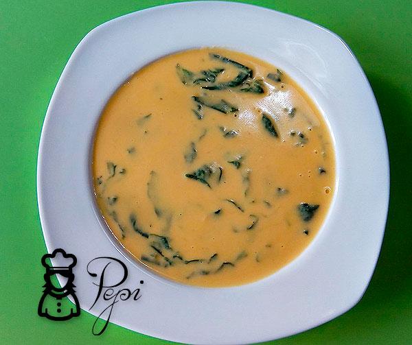 Sopa de garbanzos con espinacas