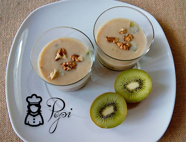 Postre de kiwi con salsa de yogurt