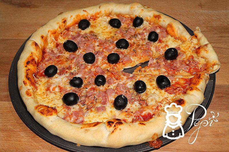 Pizza Thermomix con borde relleno de queso