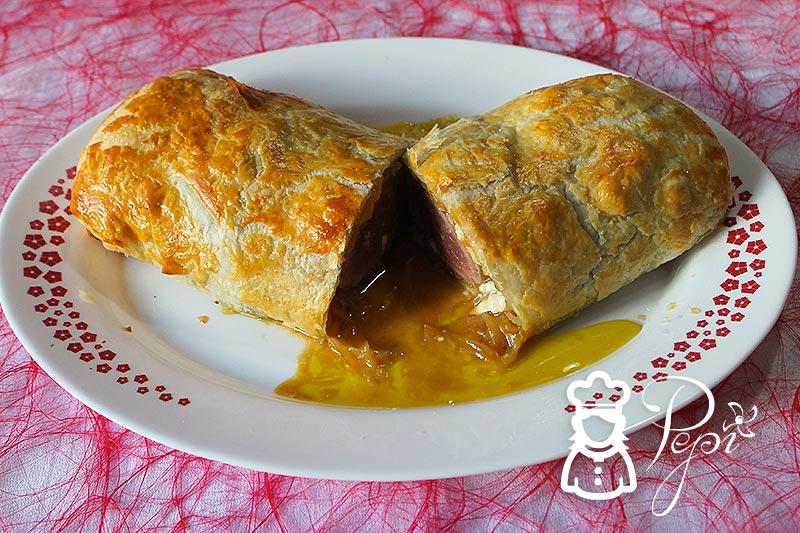 Solomillo Wellington con cebolla caramelizada y queso de cabra